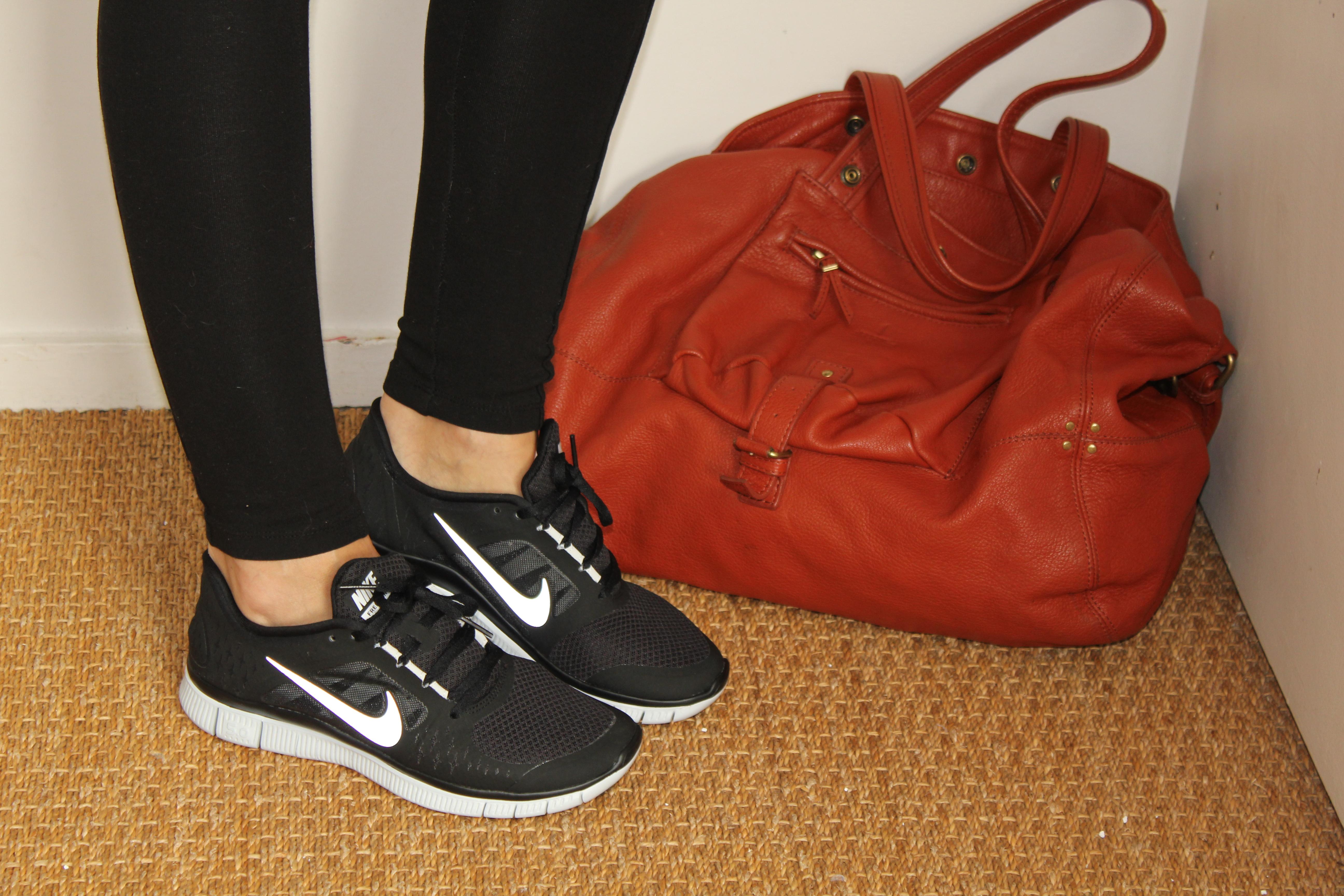 pull et legging Zara, blouson Oakwood, baskets Nike free run ...