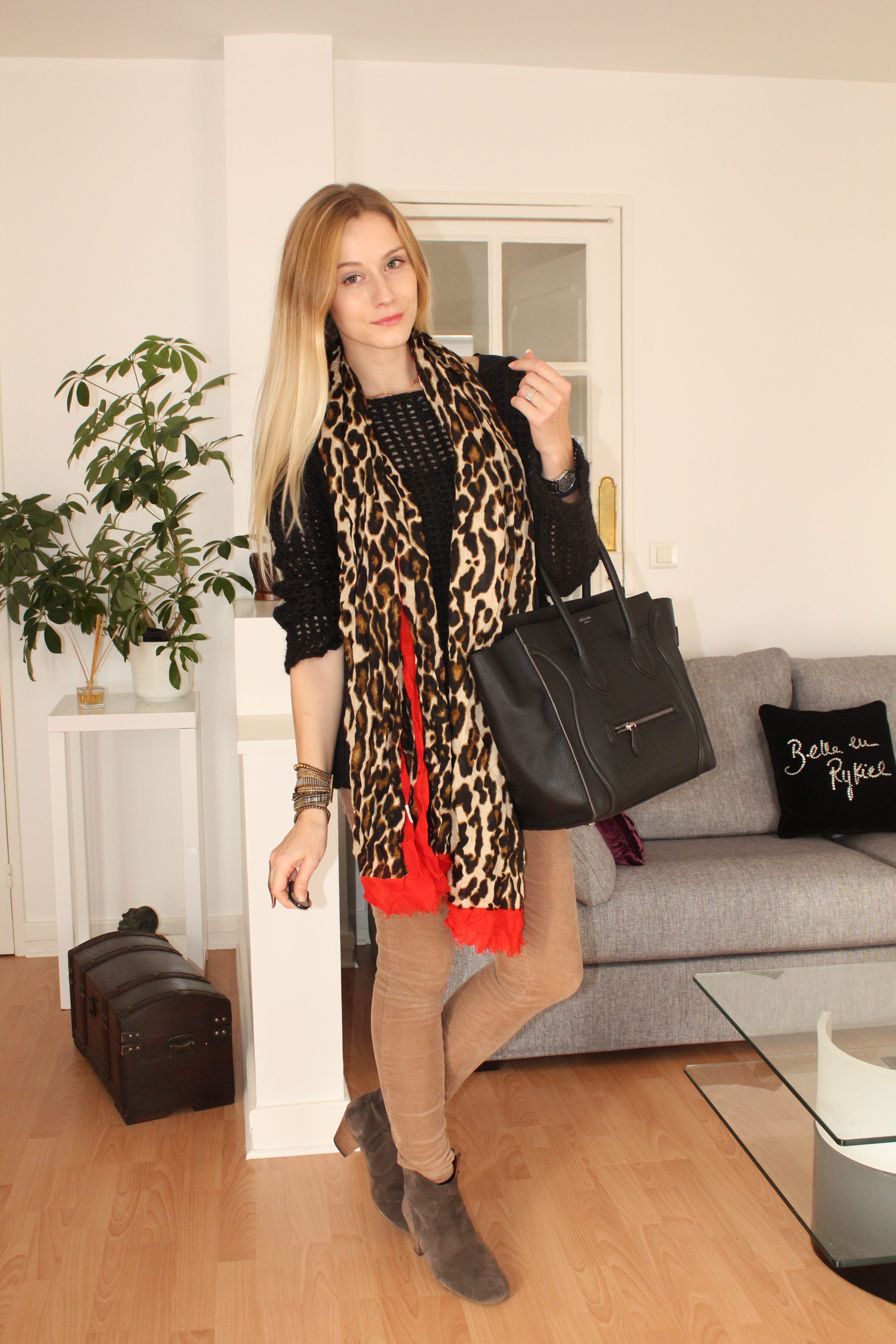 pull Zadig & Voltaire (hiver 2011), pantalon Pimkie (collection actuelle), boots Dickers Isabel Marant, foulard Zara , sac Luggage Celine, bracelet Hipanema